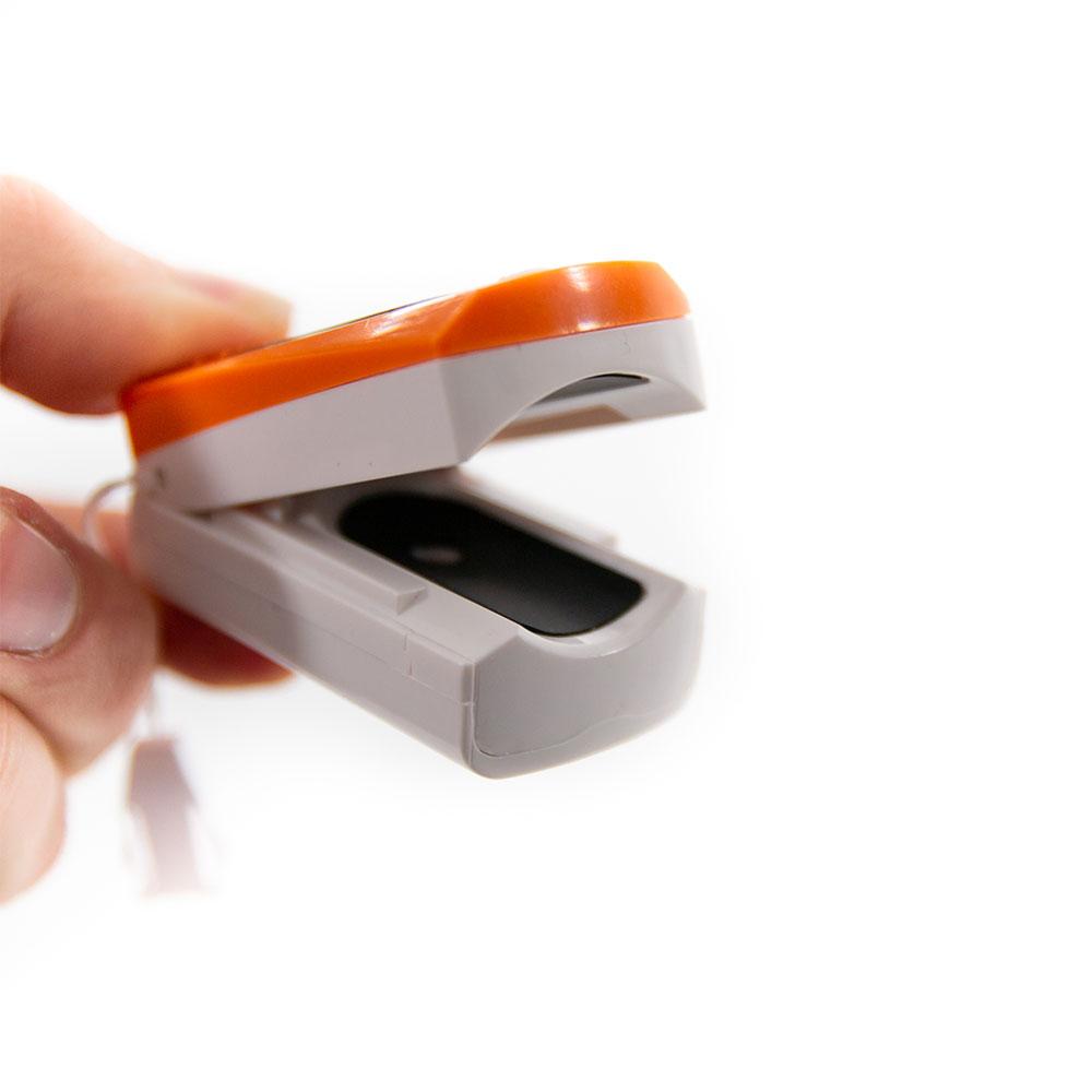 Mit dem Fingerpulsoximeter messen Sie den Sauerstoffgehalt im Blut