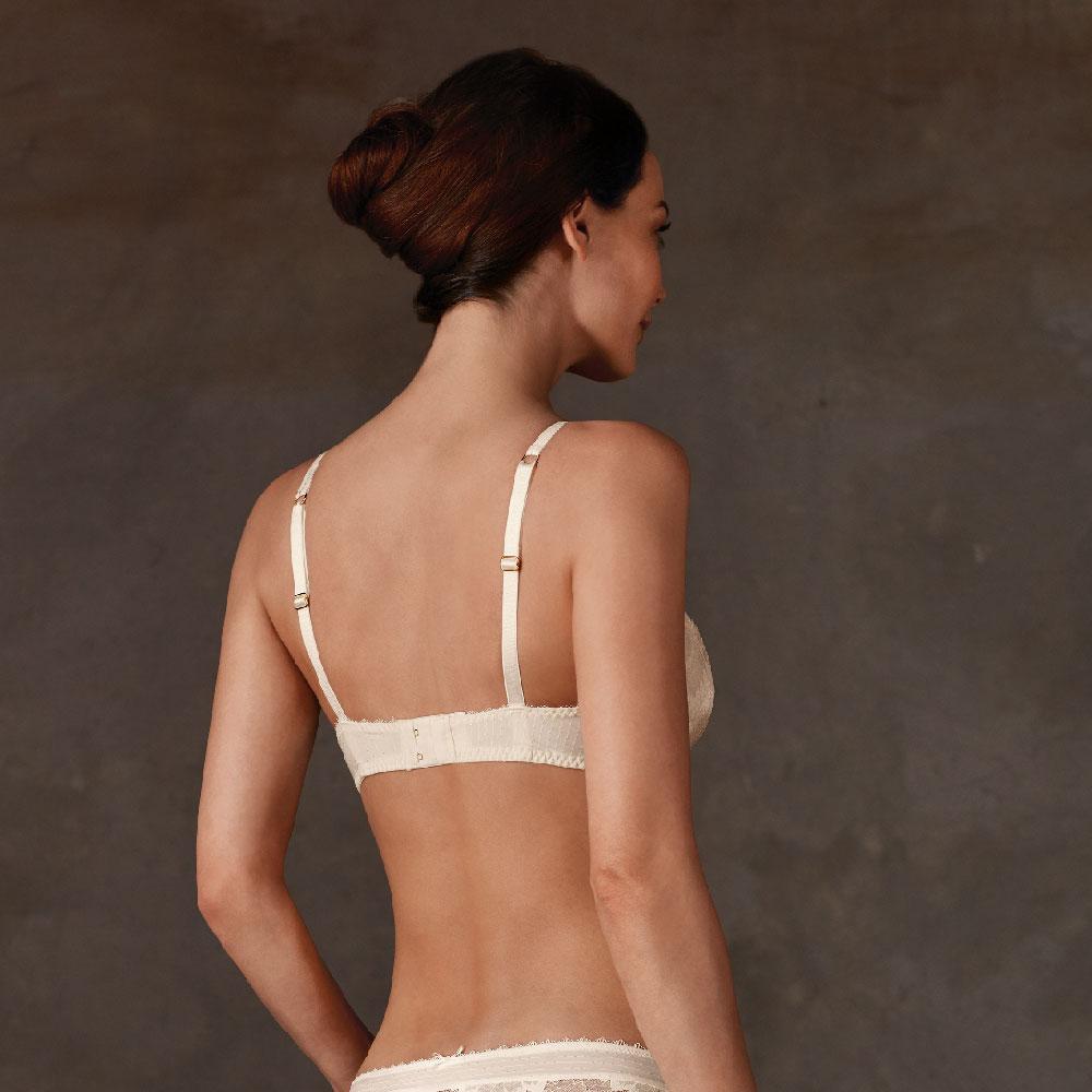 Amoena Aurelie Padded SB Prothesen BH, Farbe: Wollweiß, Rückseite mit verstellbaren Trägern, gepolsterter Rückenverschluss